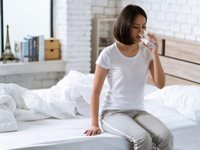 Uống nước không đúng cách: 3 thói quen ảnh hưởng thận và tim