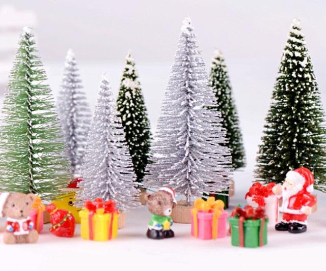 Cây thông Noel trang trí tiểu cảnh