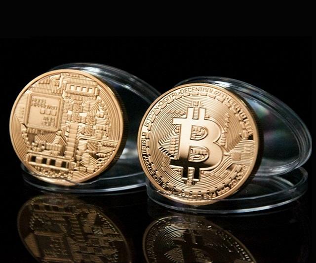 Đồng Bitcoin mạ vàng lấp lánh