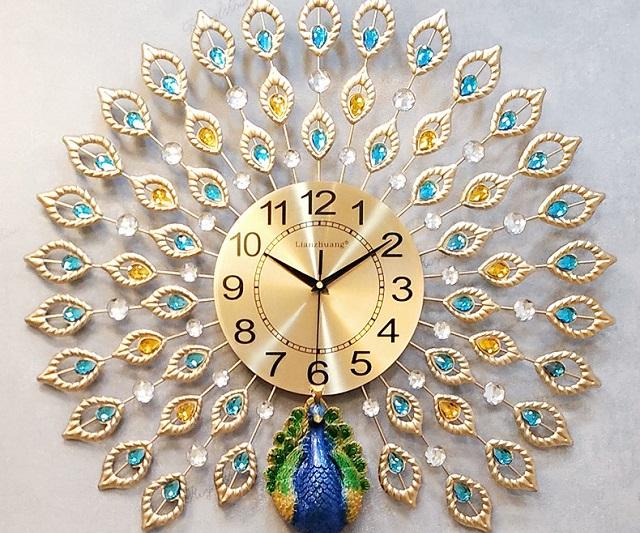 Đồng hồ với họa tiết ấn tượng