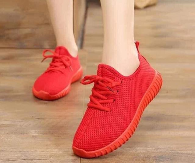 Giày thể thao nữ cổ chum màu đỏ