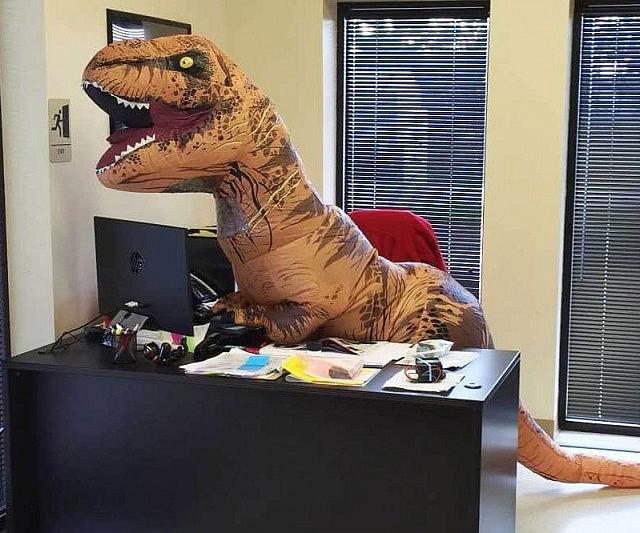 Hóa trang khủng long ngộ nghĩnh
