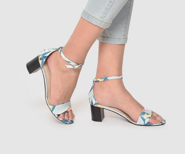 Tự tin dạo phố với sandal cao gót